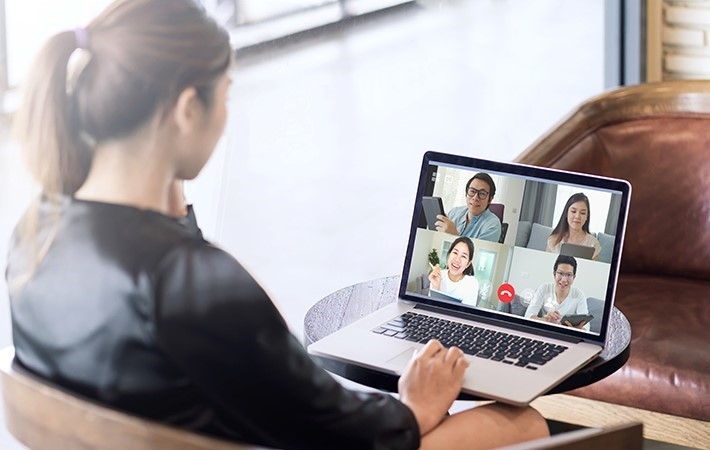A women having a virtual meeting